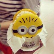 可爱小黄人相册图片:小黄人甜点,想吃吗?