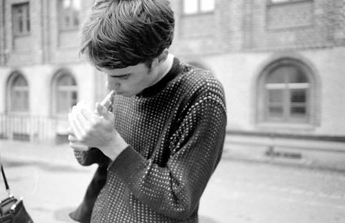 微信群昵称网名大全_颓废抽烟的男人相册图片:看着你走了,还是留不住。_QQ好听网
