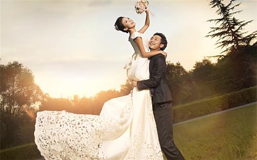 微信群昵称网名大全_情人节甜蜜情侣婚纱:情人最好的礼物,就是你嫁给我。_QQ好听网